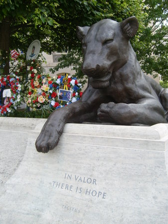 ‪National Law Enforcement Officers Memorial‬