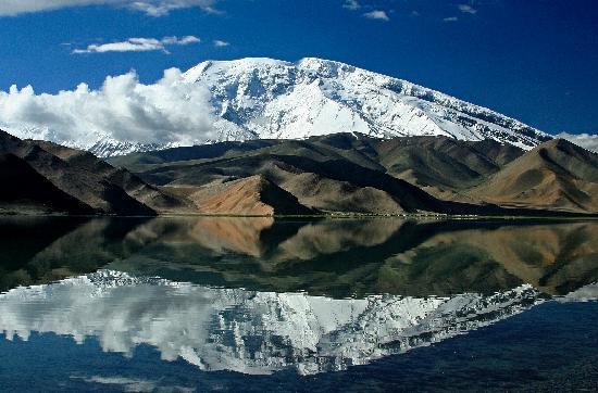 Silk Road : Beautiful Karakul lake