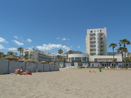 MedPlaya Hotel Pez Espada : Hôtel vu de la plage