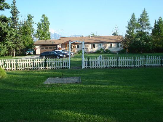 Alaska Garden Gate B & B: grounds