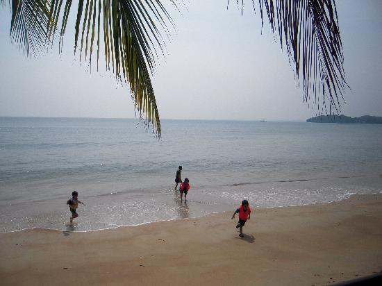 Seri Bulan Port Dickson : kids at beach