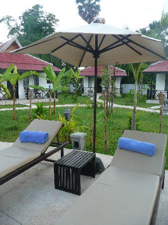 Sojourn Boutique Villas: Poolside