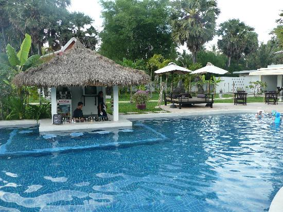 Sojourn Boutique Villas: Complete with bar