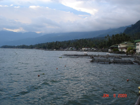 Паданг, Индонезия: Fish farms dotting the shoreline, Maninjau