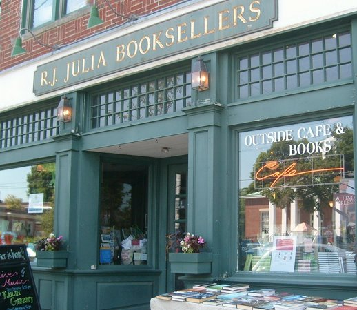 Мэдисон, Коннектикут: RJ Julia Booksellers -- a book lover's delight