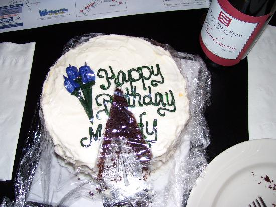 Cripple Creek Bed and Breakfast Cabins: The surprise cake for my bday and the bottle of wine.