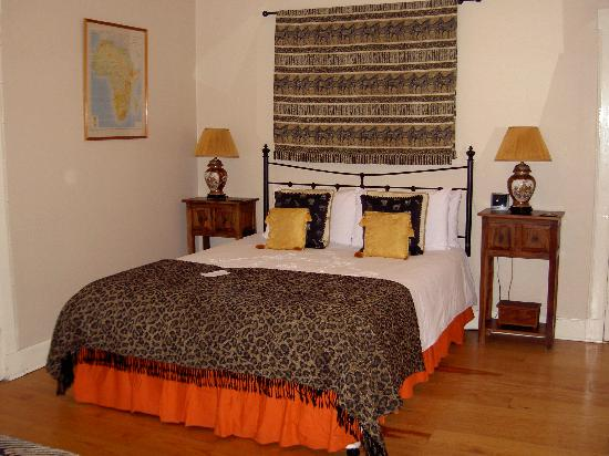 The Victorian Town House: Camera in stile africano