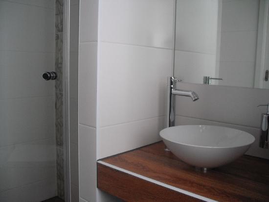 The Circus Hotel: bathroom