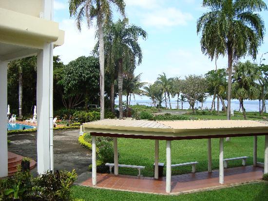 Bedarra Beach Inn: View from balcony