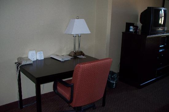 Comfort Suites Near Casinos: Room 528