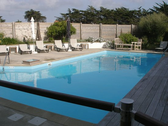 Bellevue Hotel : A super little heated swimming pool, protected from winds.