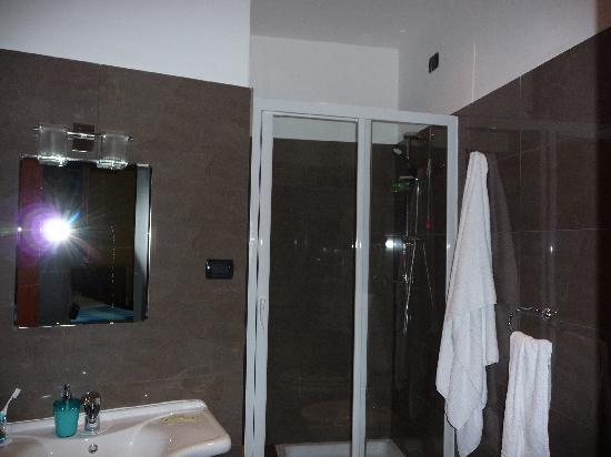 La Luna Guest House: Bathroom