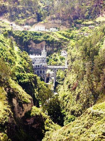 how to get to las lajas sanctuary