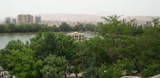 Tabriz El-Goli Pars Hotel: Elgoli park