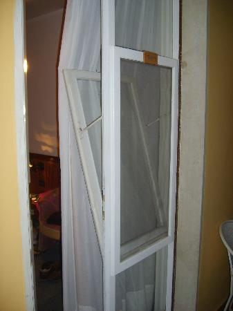 Hotel Cristina: door to room