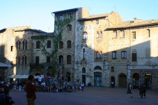 Fabio Apartments San Gimignano: Piazza next to our building