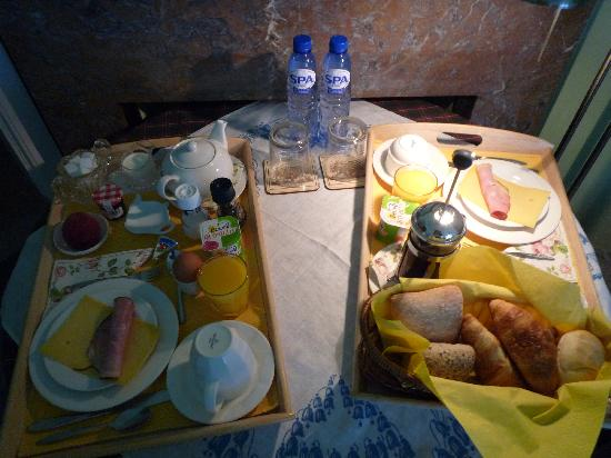 Garden View Bed and Breakfast: breakfast with homemade bread and croissants