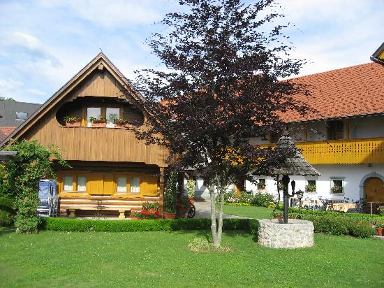 Penzion Mayer: Cottage, Balcony Rooms & Refreshment Area