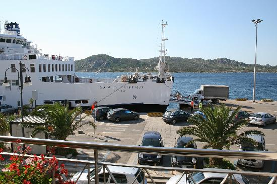 Hotel Excelsior: View from breakfast terrace onto harbour.