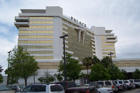 Palace Casino Resort: Out side the Palace
