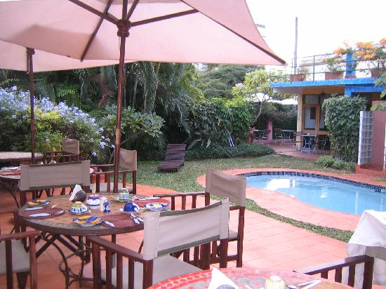 Mozaika Guesthouse: Breakfast Terrace and Pool