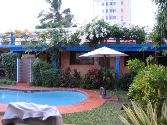 Mozaika Guesthouse: Courtyard and Pool
