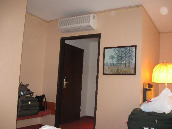 Bellevue Hotel: enter door
