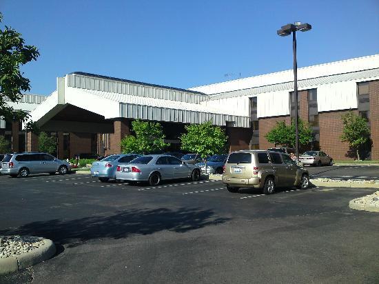 LivINN Hotel Cincinnati North / Sharonville: Front of Hotel