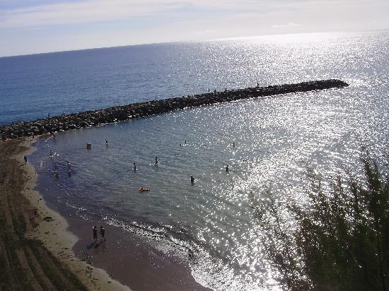 Corona Roja - Playa del Ingles: Beach nearby