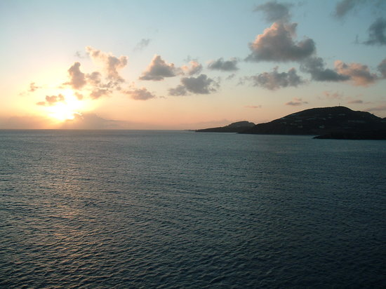 Saint-Martin, St-Martin / St Maarten : St Martin sunset from the ship