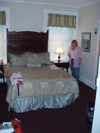 Yarmouth Port, MA: Our room, the Bronte but ignore the lady - she's the proud guest