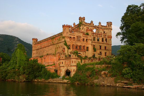 Newburgh, Нью-Йорк: BANNERMAN ISLAND CRUISE & WALKING TOURS