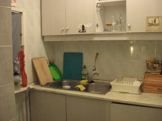 Budapest Bubble: Guest kitchen.