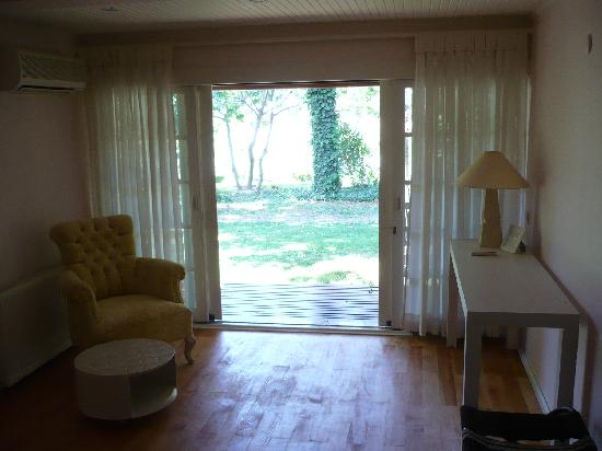 Olympos Lodge: Room - view towards garden