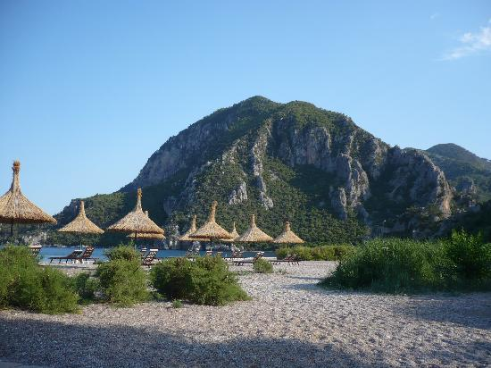 Olympos Lodge: View from hotel beach lounges