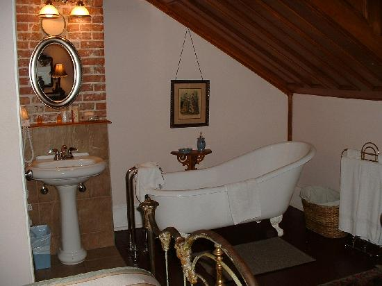Victorian Heritage: clawfoot tub