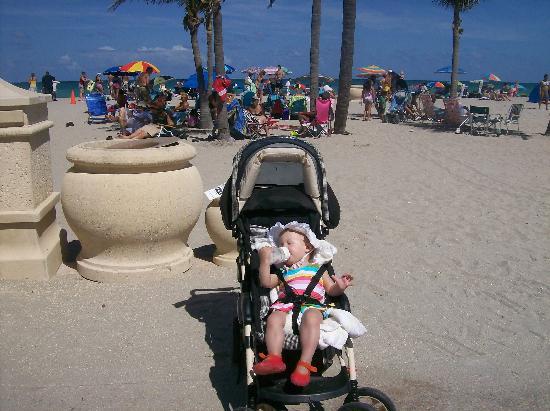 Hollywood Sands Resort: The beach and Boardwalk Hollywood Beach
