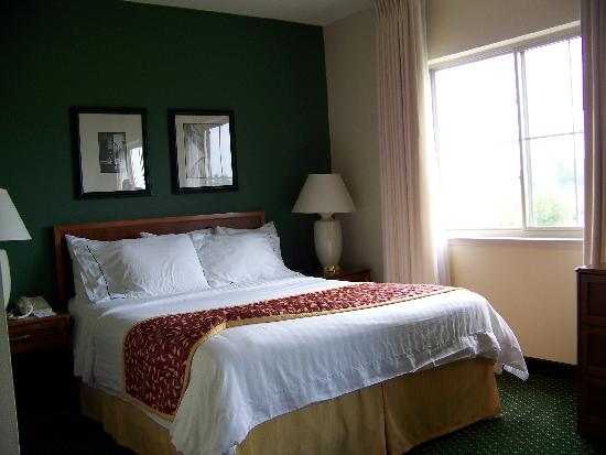 Residence Inn Seattle East/Redmond: Really nice bed!  Touch it and pass out!