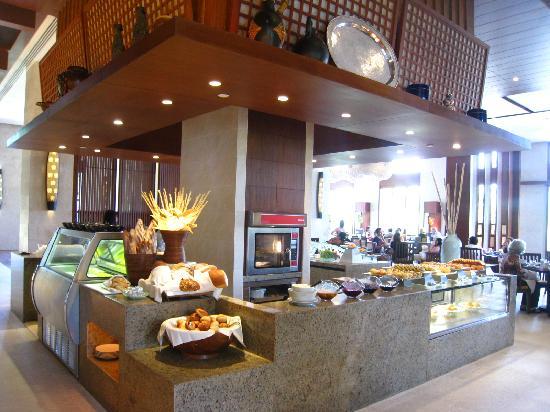Shangri-La's Boracay Resort & Spa: One area of the breakfast buffet