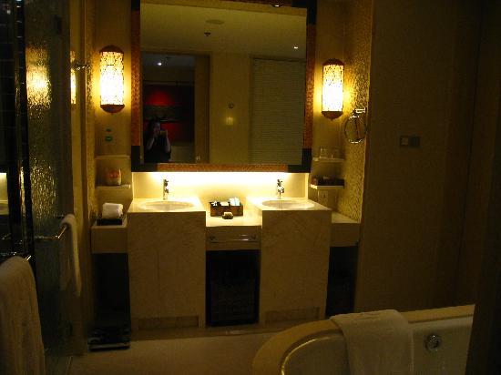 Shangri-La's Boracay Resort & Spa: toilet