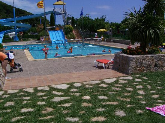 Camping Castell Montgri : bottom pool area