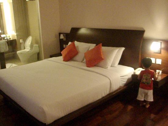 The Luxton Bandung: Comfy mattress & crispy bedsheet