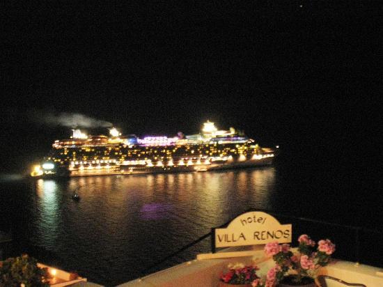 Villa Renos: Night scene from balcony