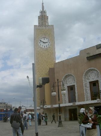Annaba, Cezayir: estación junto al puerto