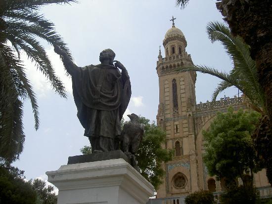 estatua de San Agustín obispo de Annaba