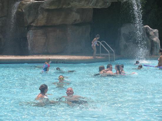 Innisbrook, A Salamander Golf & Spa Resort: lochness pool