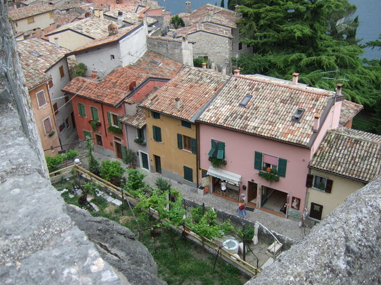 Majestic Palace Hotel: Malcesine from the castle roof