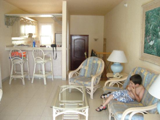 Sala y cocina fotograf a de gran oasis resort playa de for Cocina y sala juntos