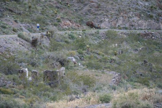 Sitgreaves Pass - remains of old building