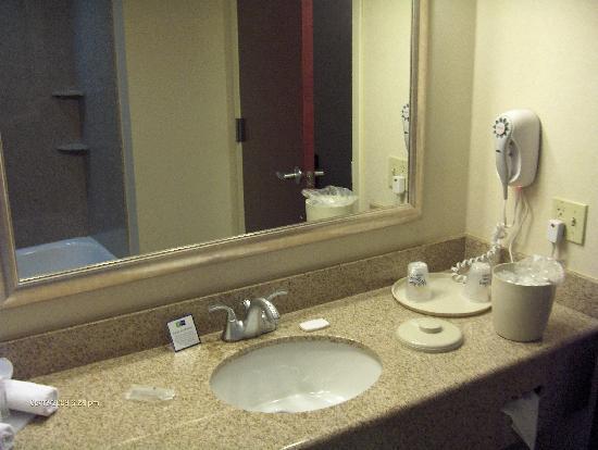 Holiday Inn Express Haskell-Wayne Area: Gorgeous Bathroom!